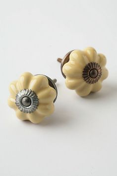 drawer knobs or cabinet pulls
