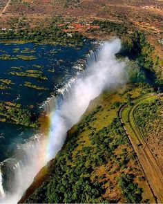 Hotels-live.com/cartes-virtuelles #MGWV #F4F #RT Victoria Falls Livingstone Zambia and Zimbabwe | Photography by  Corrine Thiessen (@corrine_t) #EarthOfficial by earthofficial https://www.instagram.com/p/BDzXwmRN0cZ/