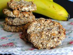 Biscotti alla banana con crusca d'avena e frutta secca. Perfetti per i vegetariani, vegani. Ricetta senza uova, latte, farina e burro. Ricetta veloce.