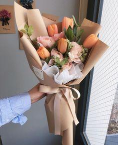 Wedding Flowers Tulips Bouquet Beautiful 46 Ideas For 2019 Flower Bouquet Diy, Tulip Bouquet, Bouquet Wrap, Paper Bouquet, Rose Bouquet, Lisianthus Bouquet, Hand Bouquet, How To Wrap Flowers, Fresh Flowers