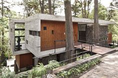 Exposed concrete and a bridge! - Corallo House - A project by Paz Arquitectura