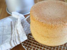Täydellinen Gluteeniton Kakkupohja Fodmap, Grain Free, Cornbread, Vanilla Cake, Food And Drink, Ethnic Recipes, Desserts, Millet Bread, Vanilla Sponge Cake