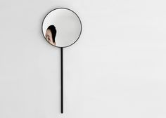 Rétroviseur domestique is a wall mirror which evokes urban mirrors nested in small cramped streets. Transposed to the domestic life it borrows a poetic and mysterious dimension with a minimum of signs. By Ionna Vautrin