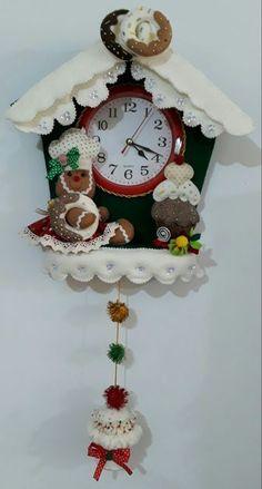 Reloj galleta cosiendo con Betty Christmas Clock, Christmas Wall Hangings, Felt Christmas, Christmas 2017, Christmas Projects, Christmas Decorations, Christmas Ornaments, Crochet Turtle Pattern, Felt Wall Hanging