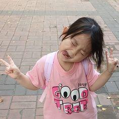 사진찍자 했더니 오랜만이 - dad ( @agijagi_dad ) Cute Asian Babies, Korean Babies, Asian Kids, Cute Babies, Baby Baby Baby Oh, Cute Little Baby, My Baby Girl, Baby Fever, Cute Baby Meme