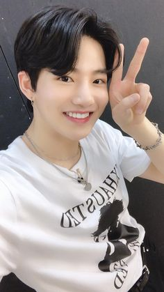 he hates the boyz and she hates stray kids, but that won't stop them from falling for each other. I love both of them🥰 ( texting series ) highest ranks in junkyu ! in ygtb ! # 1 in seunghoon !