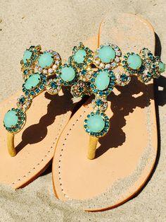 Super schöne Boho Chic Sandalen. Mit Schmucksteinen und Strass für dein Sommer Outfit