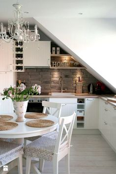Living ideas with sloping ceilings in kitchen bathroom living room and bedroom- Wohnideen mit Dachschräge in Küche Bad Wohn- & Schlafzimmer Living ideas with sloping ceilings in kitchen bathroom living room and bedroom - Warm Home Decor, Classic Home Decor, Small Kitchen Set, Attic Renovation, Country Style Homes, Küchen Design, Design Ideas, Design Room, Cool Kitchens