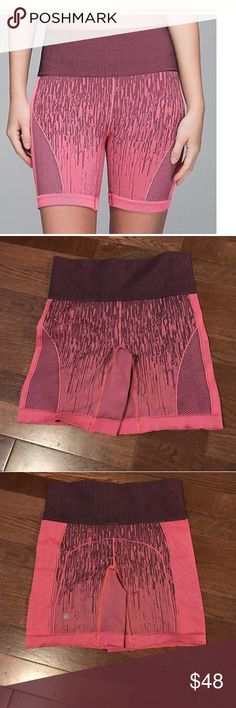 Lululemon Sculpt Shorts sz4 Lululemon Sculpt Shorts sz4. Excellent lululemon athletica Shorts