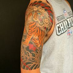 Roaring Tiger Tattoo von Chris Garver bei Invisible NYC - R Mens Tiger Tattoo, Tiger Tattoo Sleeve, Sleeve Tattoos, Tribal Tattoo Designs, Tribal Tattoos, Geisha Tattoos, Hot Tattoos, Body Art Tattoos, Tattoos For Guys