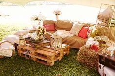 Vintage garden wedding – The Best Ideas Boho Wedding, Rustic Wedding, Photos Booth, Vintage Gardening, Wedding Locations, Wedding Designs, Chill, Outdoor Furniture Sets, Wedding Decorations
