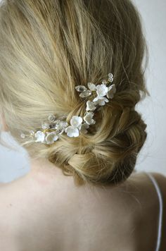 These delicate floral hair pins look very romantic and elegant. Perfectly adorns a range of bridal hairstyles. You can wear them again after the wedding day to anniversaries and any special occasion. Chic Wedding, Wedding Jewelry, Rustic Wedding, Dream Wedding, Bridesmaids And Mother Of The Bride, Beach Wedding Inspiration, Wedding Hair Pieces, Floral Hair, Bridal Hairstyles