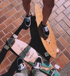 These are really cool longboards! I love it❤ •Sanne Brouwer• Photo Artistique, Skate Decks, Skater Kid, Skater Girls, Skate Surf, Vintage Bicycles, Skateboard Photos, Bmx, Skate Style