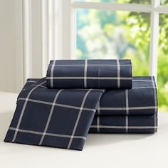 Shop boys sheets at Pottery Barn Teen. Discover teen sheet sets in colors and patterns he'll love. Flat Sheets, Bed Sheets, Girls Bedroom Furniture, Bedroom Ideas, Teen Bedding, Ppr, Affordable Bedding, Sheet Sets, Luxury Bedding