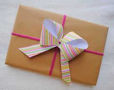 bow how to http://zakkalife.blogspot.com/2011/05/craft-easy-paper-bows.html