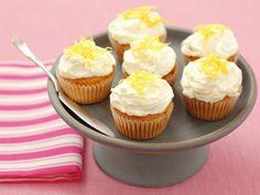 Mini-Cupcakes mit Frischkäse und Zitrone - smarter - Zeit: 50 Min. | eatsmarter.de #rezept #rezepte #eatsmarter #cupcakes #muffin #dessert #nachtisch #kuchen #minikuchen #frosting #creme #cupcake #uitrone #frischkaese #creamcheese