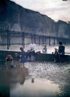 Children by the breakwater. 1908. The Edwardian Summer. John Cimon Warburg and His Atmospheric Autochrome – Dreamlike Color Photographs from the Early 20th Century