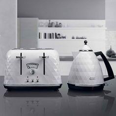 DeLonghi Brilliante Kettle in White - modern faceted white kettle