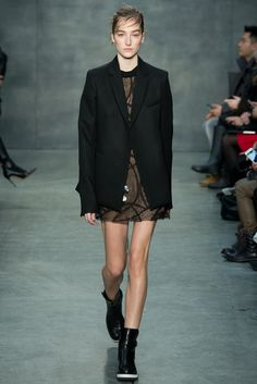 See the complete Vera Wang Fall 2015 Ready-to-Wear collection.