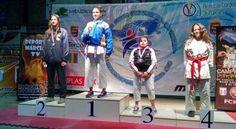 Marina Rojo en el podio de la categoría Kata