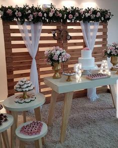 Noivado simples: como organizar um evento especial e inesquecível Outdoor Wedding Decorations, Bridal Shower Decorations, Birthday Party Decorations, Wedding Stage, Diy Wedding, Rustic Wedding, Pallet Wedding, Event Decor, Backdrops