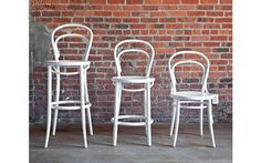 Discover the Era Counter Stool, a classic bentwood counter stool from designer Michael Thonet that's graceful, lightweight and strong. The Era Collection has been in production for more than 150 years. Counter Height Chairs, Counter Stools, Bar Stools, Cottage Furniture, Modern Furniture, Outdoor Chairs, Dining Chairs, Outdoor Decor, Custom Cushions