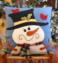 Wool Applique Designs, Patterns and Kits for Penny Rugs Christmas Cushions, Christmas Pillow, Felt Christmas, Christmas Stockings, Christmas Ornaments, Christmas Scenes, Snowman Quilt, Felt Snowman, Snowman Crafts