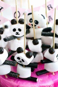 Marshmallow and licquorice panda party treats :) Kinder Party Snacks, Snacks Für Party, Party Treats, Panda Birthday Party, Panda Party, Birthday Treats, Cake Birthday, Panda Cakes, Edible Crafts
