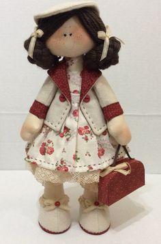 A boneca Amelie é confeccionada no estilo russo, em que fica em pé sem apoio, ideal para decoração de quartos de meninas, casas e ateliês. Pode ser feita nas cores de sua preferência!    Medida aproximada: 35cm