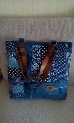 Quilted Handbags, Quilted Bag, Jean Purses, Diy Bags Purses, Ethnic Bag, Denim Ideas, Denim Purse, Boho Bags, Recycled Denim