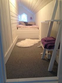 drömmen om Ekeby Gård: Från kattvind till gästrum Cozy Corner, Kids Corner, Closet Bedroom, Bedroom Inspo, Attic Conversion, Compact Living, Attic Rooms, Guest Bedrooms, Kid Spaces