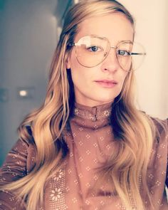 Instagram Beth Behrs, American Actress, Actresses, Glasses, Happy Monday, Instagram, Gucci, Fashion, Female Actresses