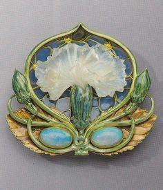 'Carnation' brooch by René Lalique, circa 1900 - 1902