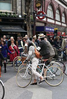 bike pretty, bikepretty, pretty bike, girls on bikes, cycle style, fashion bike, bike fashion, bike chic, bike style, girl on bike, cycle chic, tweed run, london tweed, tweed run 2013, fashion blogger,bike lady, michaux, michaux club, rachel from michaux