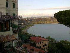 Castel Gandolfo Great Places, Places Ive Been, Beautiful Places, Italian Lakes, City State, Pope Francis, Rome Italy, Vatican, Bella