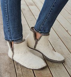 Discover thousands of images about Modern Mocs PDF PATTERN s m l xl xxl slipper Crochet Chain, Crochet Hook Sizes, Easy Crochet, Knitting Socks, Free Knitting, Knitting Patterns, Crochet Slipper Pattern, Aran Weight Yarn, Knitted Slippers