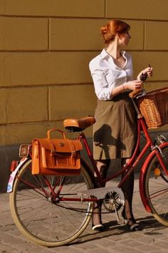 shooting our Classic Chic collection of bicycle goodies. Special feature: the bicycle clothing leather pannier. Cycle Chic, Motorcycle Style, Bike Style, Tweed Ride, Bike Panniers, Retro Stil, Bicycle Girl, Bicycle Bag, Bicycle Accessories