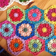 16 new #crochet flower patterns:  crochet hexagon flower free pattern from Sucrette