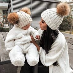 10 Habits To Make You A Happier Mom - mother habits Cute Little Baby, Cute Baby Girl, Little Babies, Cute Babies, Baby Kids, Baby Outfits, Father And Baby, Mom And Baby, Foto Baby