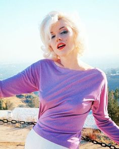 #MarilynMonroe photographed by George Barris, 1962.
