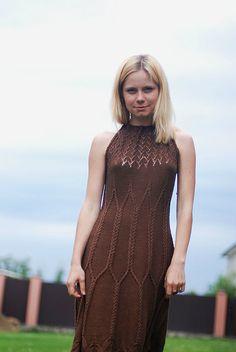 sukienka na drutach koloru czekolady