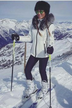 Skiing is a great sport and the ski lovers eagerly wait for the season. There are different ski outf. Snow Fashion, Winter Fashion, Mode Au Ski, Moda Outfits, Winter Stil, Outfit Invierno, Snow Outfit, Ski Wear, Fitness Outfits