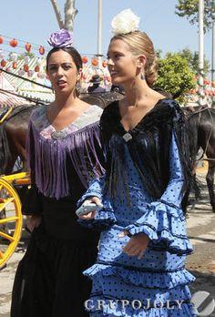 Puerto Rican Culture, Puerto Ricans, Dance Wear, Beautiful Women, Ruffle Blouse, Costumes, Boho, Lady, Andalucia