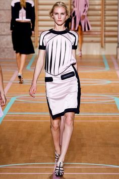 Versus Versace Spring 2012 Ready-to-Wear Collection Photos - Vogue