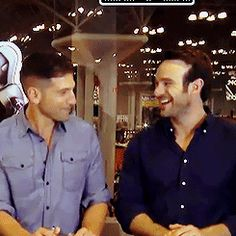 Giggles with Jon Bernthal and Charlie Cox --> these two precious cinnamon rolls :) Defenders Marvel, Marvel Heroes, Marvel Dc, Netflix Marvel, Daredevil Punisher, Marvel Universe, Charlie Cox, Jessica Jones, Raining Men