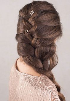 Gorgeous sparkly arrow bobby pins in a long loose romantic braid! Gold, Rose Gold, or Black Nickel finishes! Click pic to shop! Elvish Hairstyles, Long Braided Hairstyles, Romantic Hairstyles, Holiday Hairstyles, Quick Hairstyles, U Cut Hairstyle, Gold Hair Accessories, Rose Hair, Braids For Long Hair