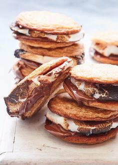 Snickerdoodle S'mookies! (It's a s'more but with cookies!!) from www.whatsgabycooking.com (@whatsgabycooking)