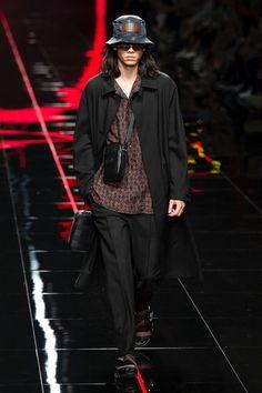 Fendi Spring 2019 Menswear Fashion Show Collection: See the complete Fendi Spring 2019 Menswear collection. Look 1