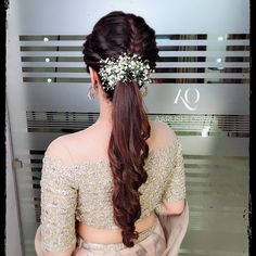Bridesmaids can use these pretty blooms to glam up their sleep pony hairstyles too. - Education and lifestyle Bridal Hairstyle Indian Wedding, Bridal Hair Buns, Bridal Braids, Bridal Hairdo, Braided Hairstyles For Wedding, Elegant Hairstyles, Hairstyle Short, Beautiful Hairstyles, Hair Updo