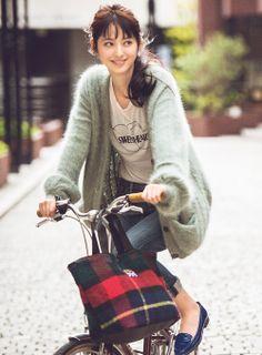 ふんわりカーデでアクティブな日も女の子エッセンスを投入♪ | ファッション コーディネート | with online on ウーマンエキサイト